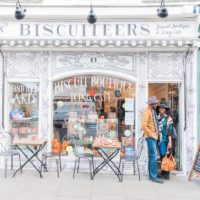 Biscuiteers Love Shoot in Nottinghill with a Stylish Couple by Maxeen Kim Photography